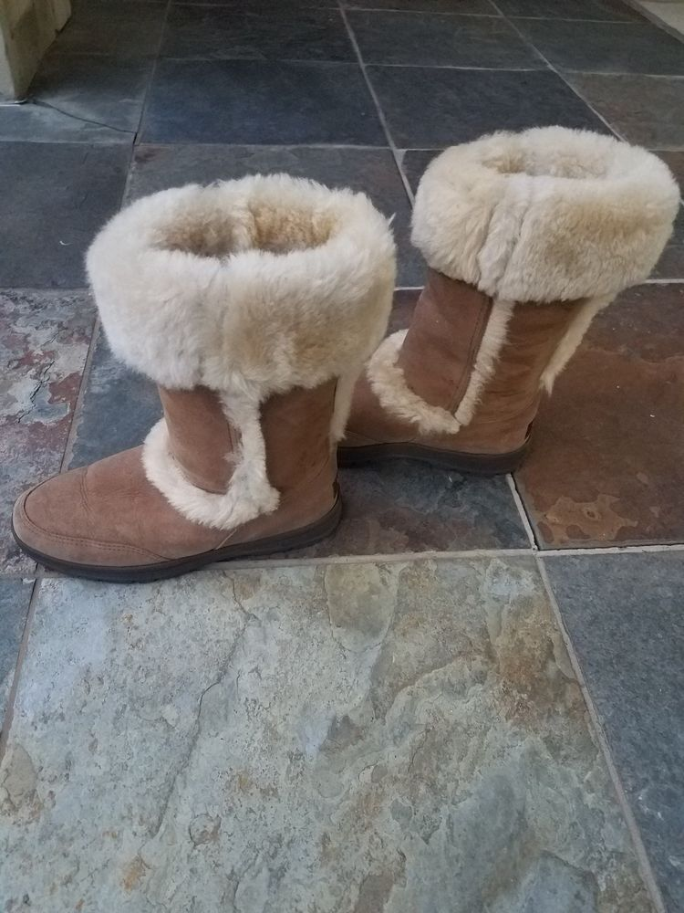 Ugg Boots Barely Worn No Damages Or Cuffs Fur Is Fluffy Well Kept Cared For Fashion Clothing Shoes Accessories Womensshoes Uggs Boots Uggs For Cheap