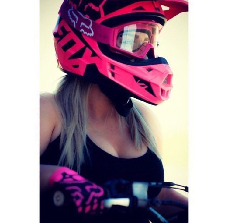 Pin By Pablo On Motogirls Motorcycle Girl Dirt Bike Gear Biker Girl