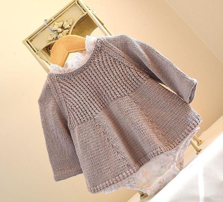 Tunika-Oberteil mit Knopf hinten - P085 Strickmuster von OGE Knitwear Designs,  #DESIGNS #hin... #tunicdesigns
