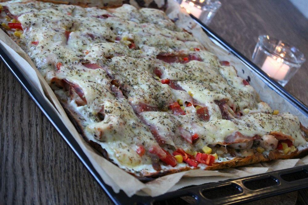 Jeg elsker helg, og jeg elsker pizza. Det er så enkelt, så godt og ikke minst så er det enkelt å ...