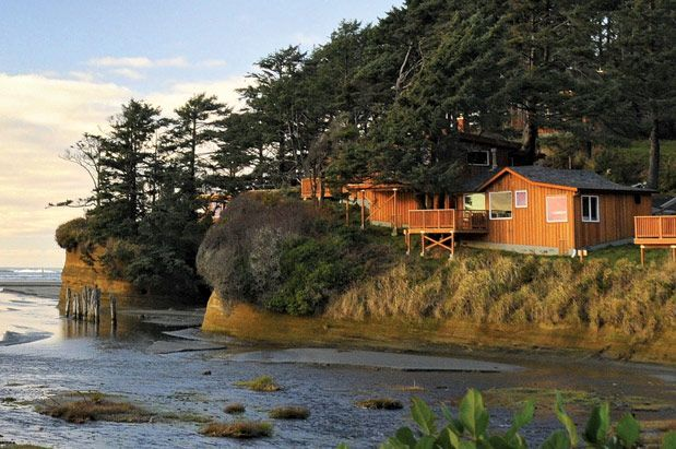 Choose romantic or family-sized for your oceanfront stay at Iron Springs near Ocean Shores.