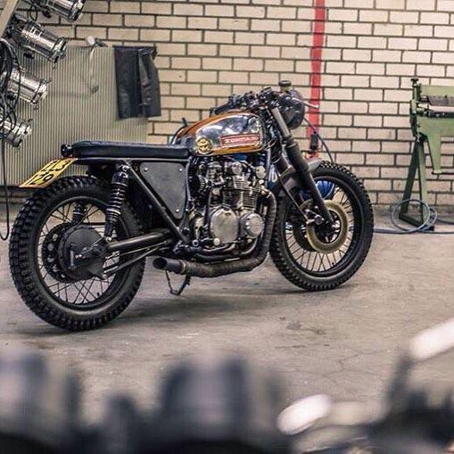 suzuki gs550 cafe racer motorcycles pinterest cafes. Black Bedroom Furniture Sets. Home Design Ideas