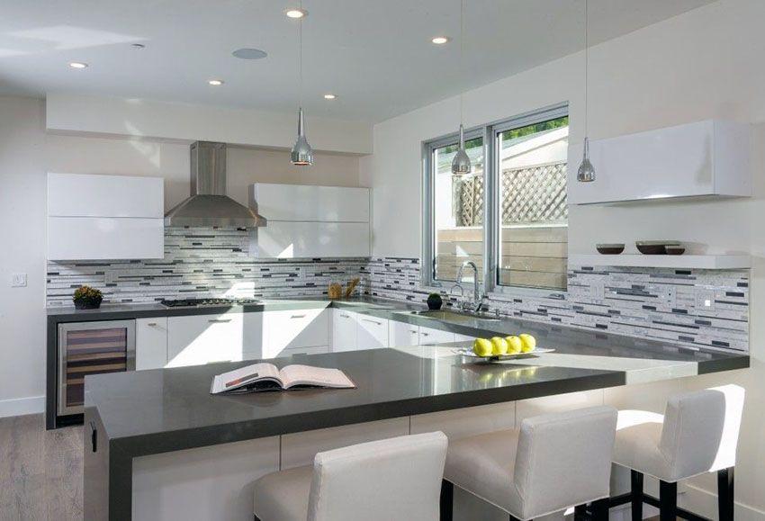Best 33 Gorgeous Kitchen Peninsula Ideas Pictures Modern 400 x 300