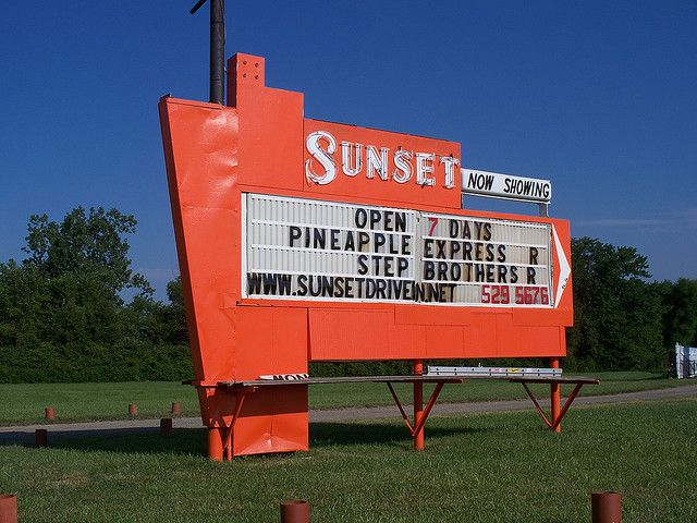 Oh Ontario Sunset Drive In 2 Drive In Movie Theater Drive In Movie Drive In Theater