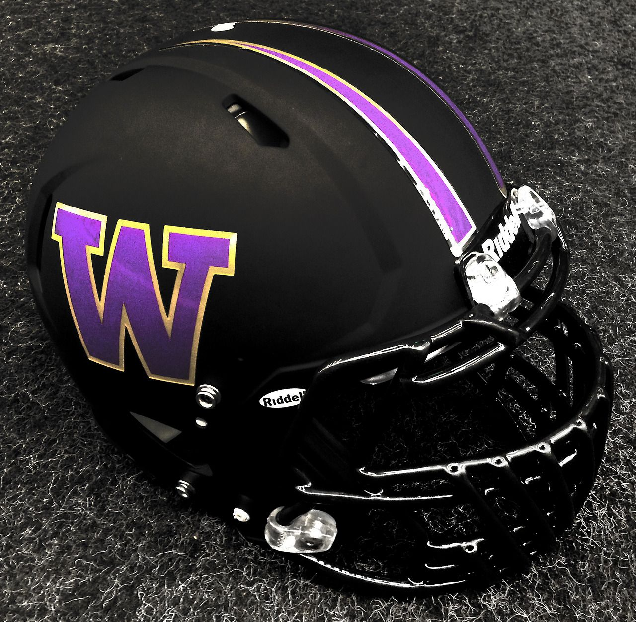 Washington Huskies Blackout Helmets For The Game Vs Oregon Love