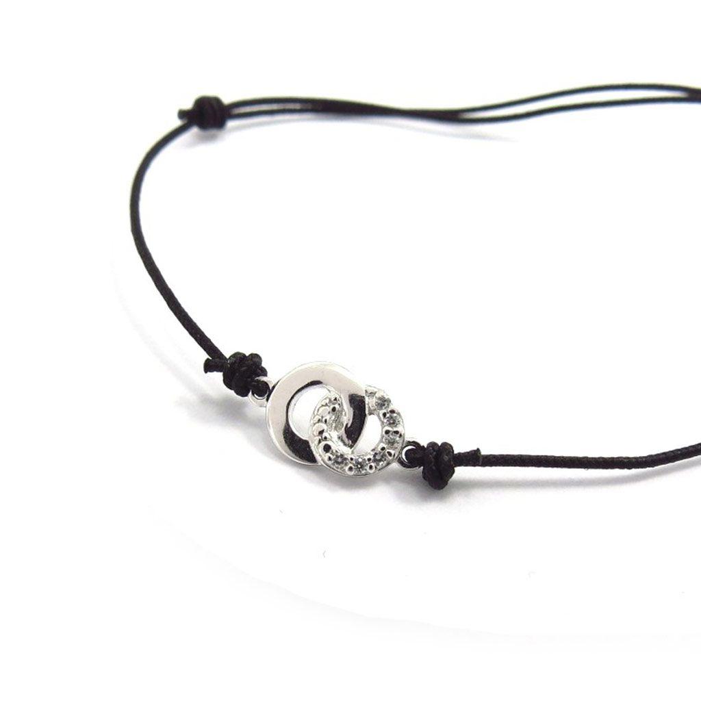 Sobres et faciles à porter au quotidien, les bijoux en argent séduisent toujours autant... Bracelet
