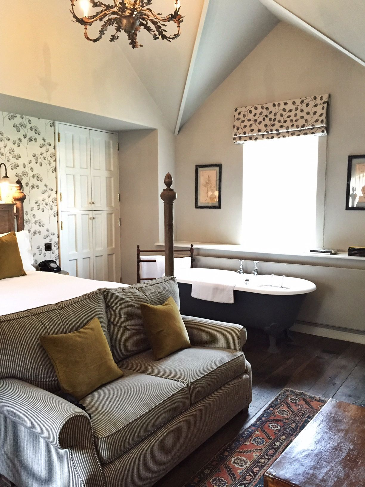 A Weekend At The Pig Bedroom With Bathtub Bedroom Trends
