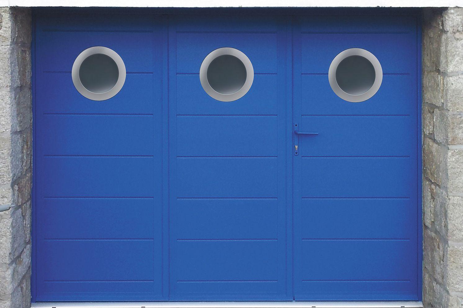 Gamme Portes Battantes Modèle SARDAIGNE VANTAUX Option Hublots - Porte de garage 3 vantaux