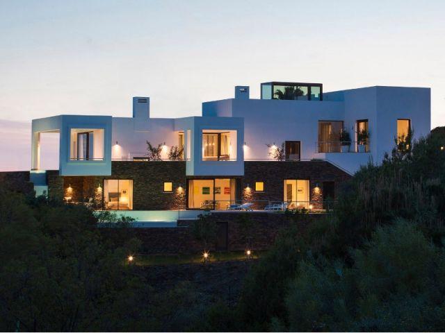 Une villa lumineuse entre mer et montagne toiture terrasse villa de luxe et toiture