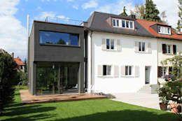 Haus L125: moderne Häuser von Holzerarchitekten