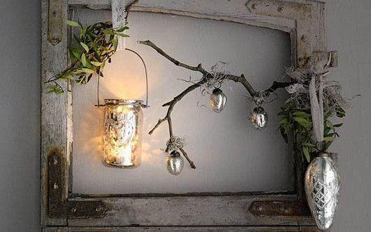 Photo of Weihnachtsdekoration mit alter Holztür für rustikale Weihnachtsdekoration
