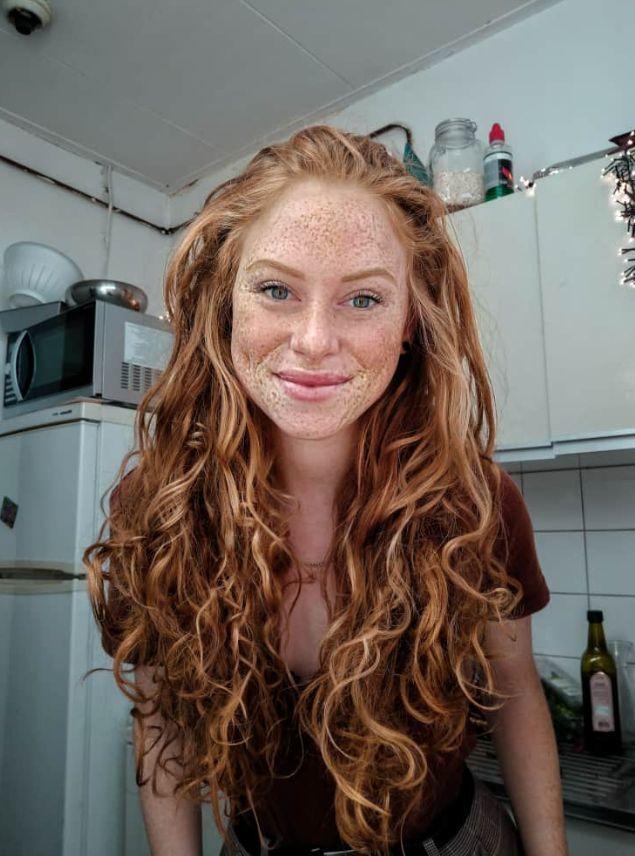 Carmen, eine Rothaarige aus Utrecht in den Niederlanden, liebt es, sich in einer… – Ghfdgi