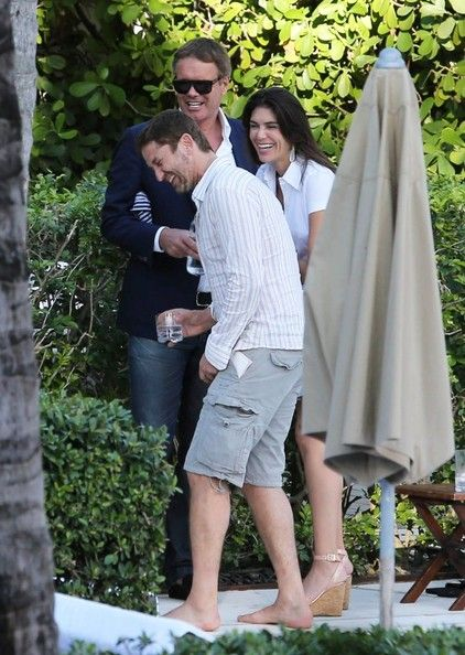 Gerard Butler 'London Has Fallen' actor Gerard Butler chats up a mystery brunette while hanging out with friends by the pool in Miami, Flori...