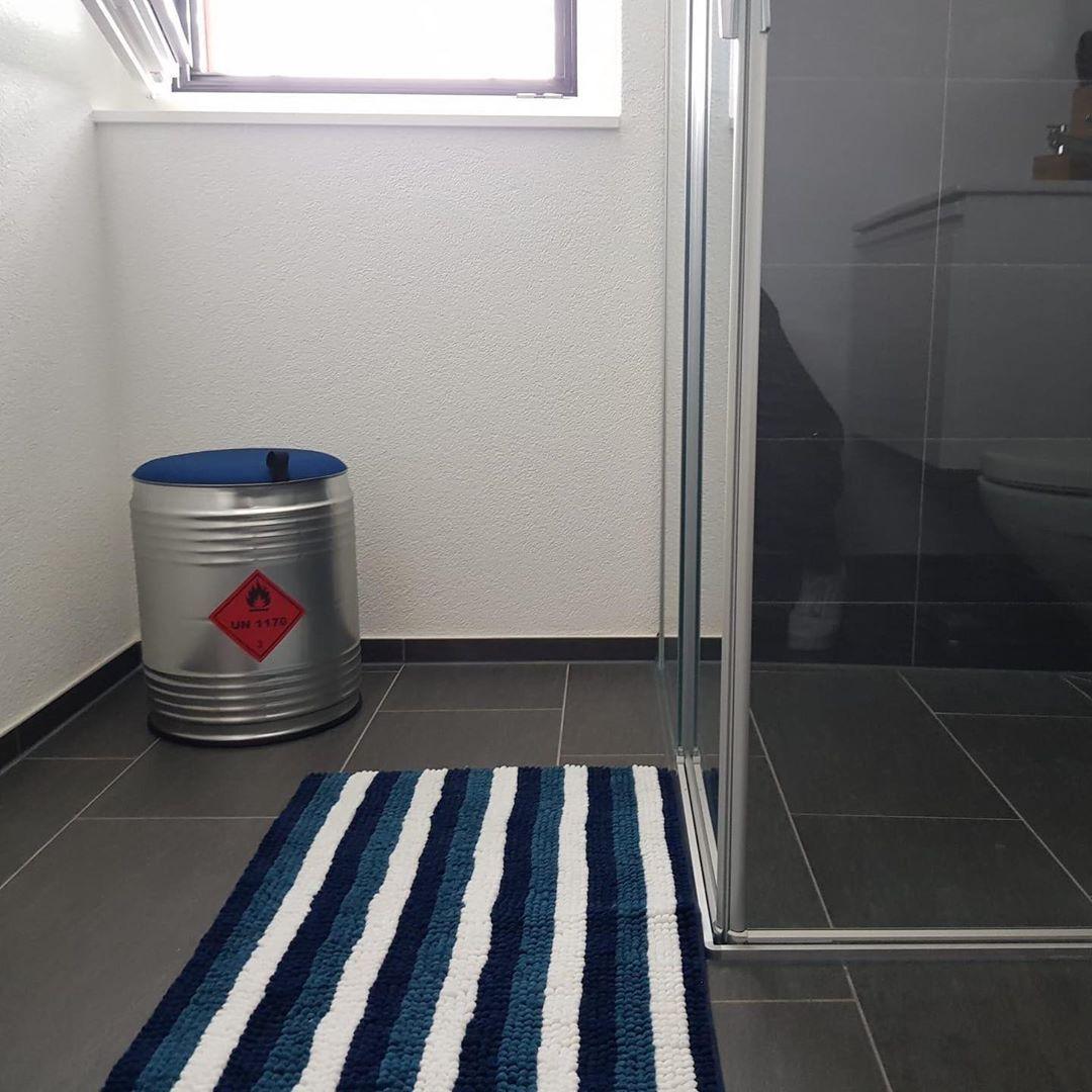 Die Huukies Passen In Jedes Zimmer Merci Furs Foto Diezahlpi Huukie Badezimmer Blau Hocker Fass Mobel Mobelstuck Up Trash Can Home Decor Decor
