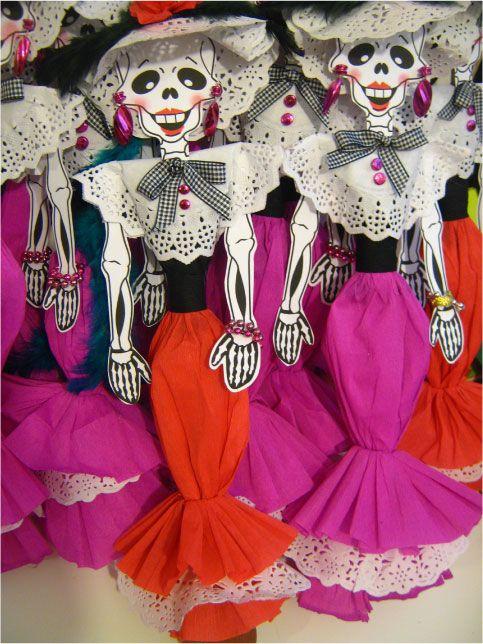Calaveras Para El Día De Muertos Vestidos De Calaveras