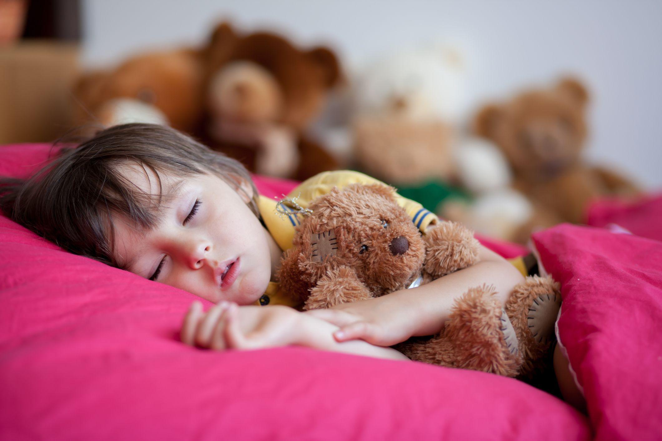 Dormir cedo na infância diminui risco de obesidade na adolescência, conclui pesquisa