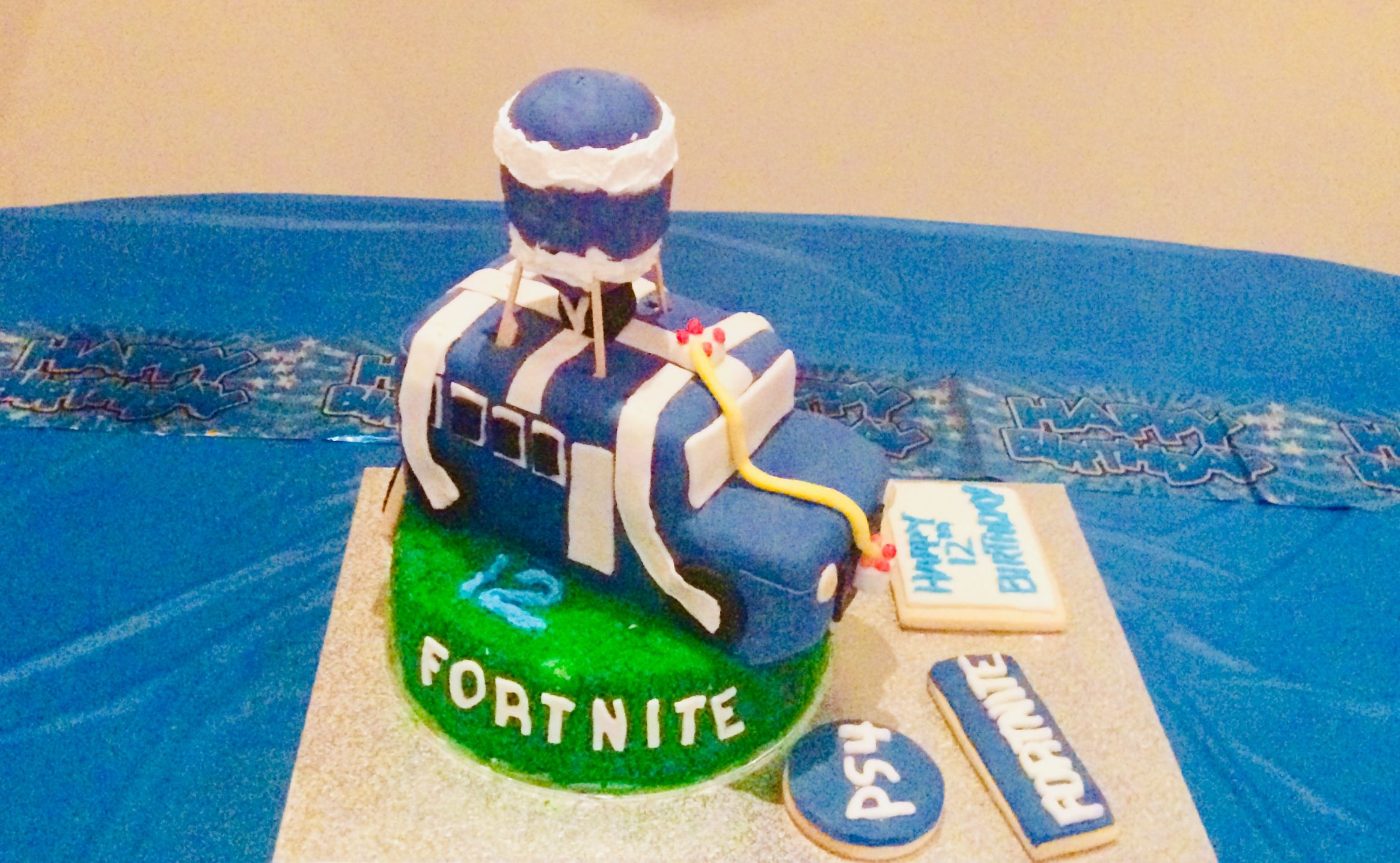 Birthday Cake Idea For 12 Year Old Fortnite Battle Bus