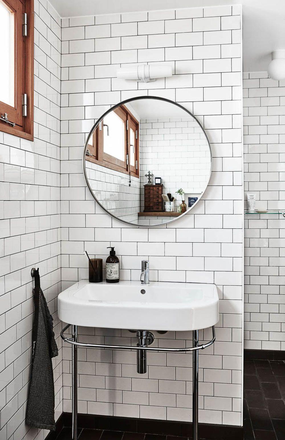 Bathrooms Decoration Homedesign In 2020 Skandinavisches Badezimmer Moderne Badezimmermobel Runde Badezimmerspiegel