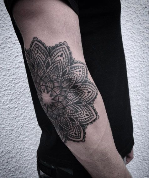 Simple Design Dark Black Ink Thin Spiral Tattoo On Knee: 40 Perfect Black And Grey Ink Tattoos For Men