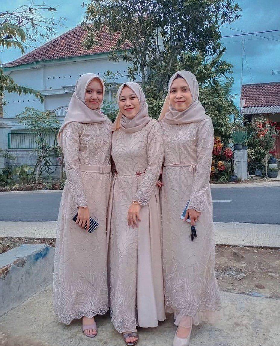 Pin Oleh Aisyah Di Muslim Wedding Hijab Style Dresses Bridesmaid Kebaya Muslim Jubah Wanita Inspirasi Fashion Hijab
