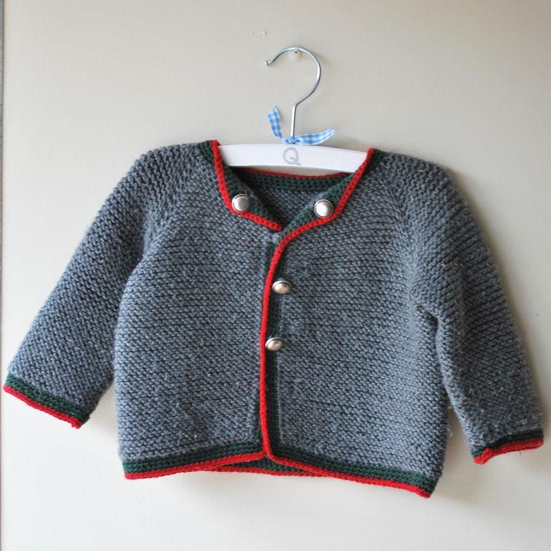 34769304e Jersey austriaco de bebé de lana gris con borde rojo hecho a mano   babyfashion  modabebe  hechoamano  handmade