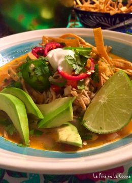 Must Have Soup! Chicken Tortilla Soup! - La Piña en la Cocina #chickentortillasoup