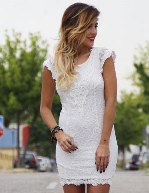 Como combinar un vestido blanco de encaje