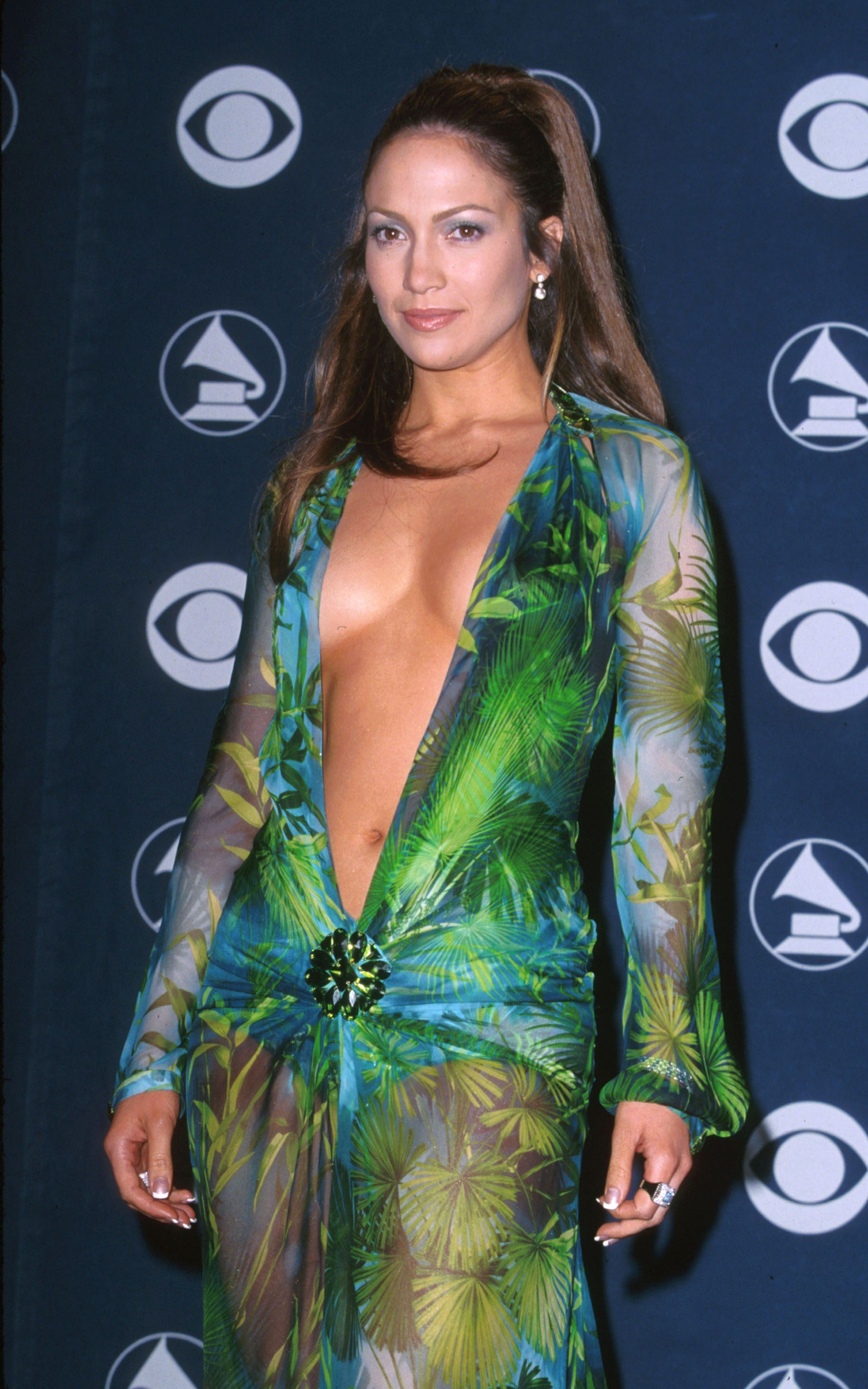 Jennifer Lopez Talks Fashion and Her Infamous 2000 Grammy Dress ...