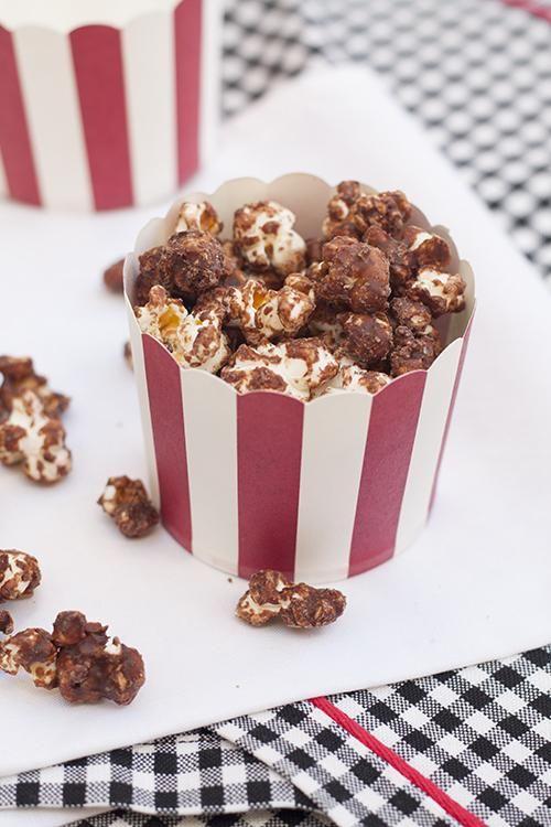 Es muy fácil darle ese toque chocolateado a las crispetas o palomitas.