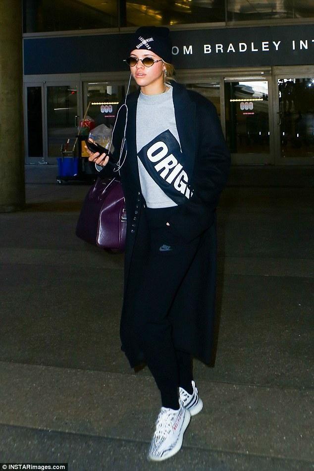 Givenchy BagYeezy Richie Antigona Wearing 350 Boost Sofia Zebra KF1Jlc