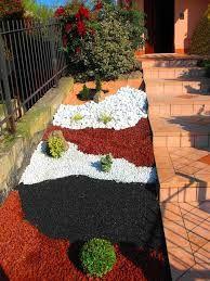Aiuole con sassi cerca con google giardino pinterest - Giardini con sassi colorati ...