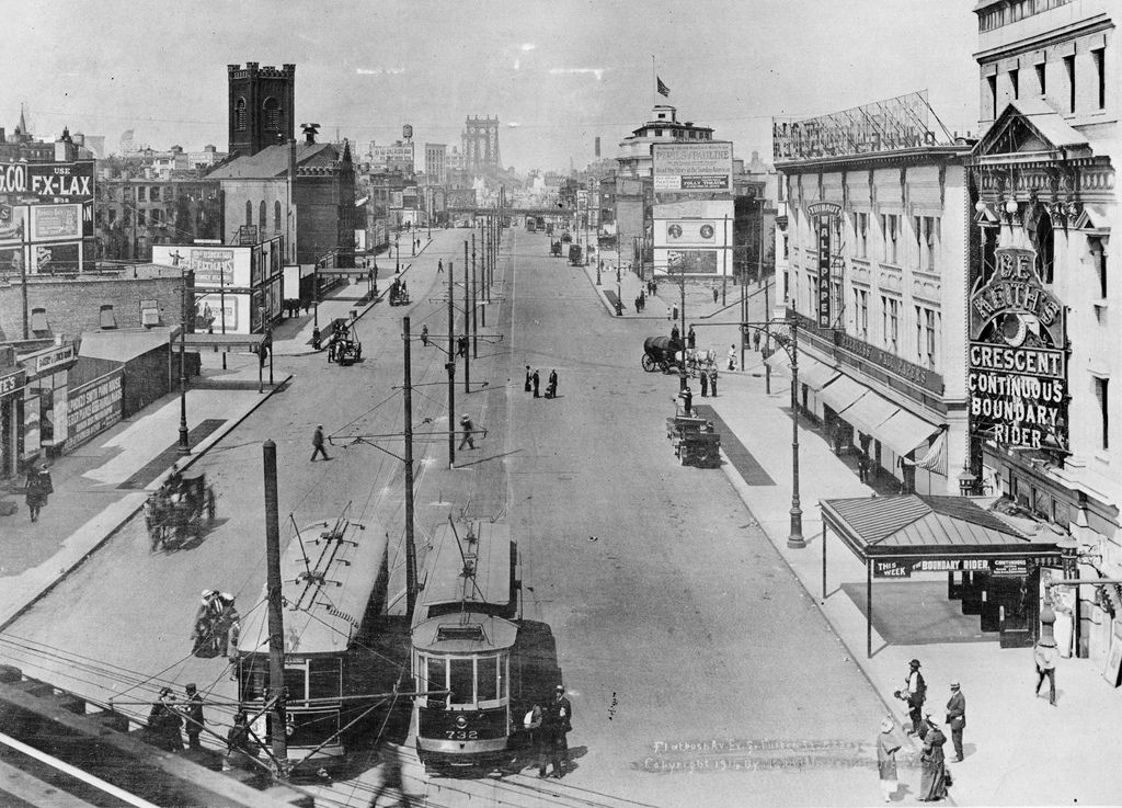 Flatbush Avenue Extension Teems With Horse Carts And Trollies Looking West Toward The Manhattan Bridge Brooklyn New York 1914 New York City Photos New York Pictures Places In New York