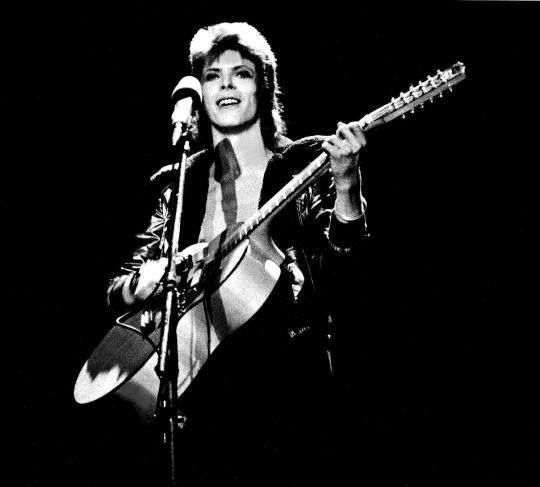 1972, Santa Monica — David Bowie (Ziggy Stardust) live in concert