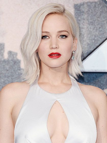 WEDNESDAY Glossy Red Lips + Subtle Waves With her porcelain skin, icy hair, and silver dress and earrings, Jennifer Lawrence is a real-life ice queen. The addition of glossy red lips and subtle waves, however, makes the look cool rather than uptight.