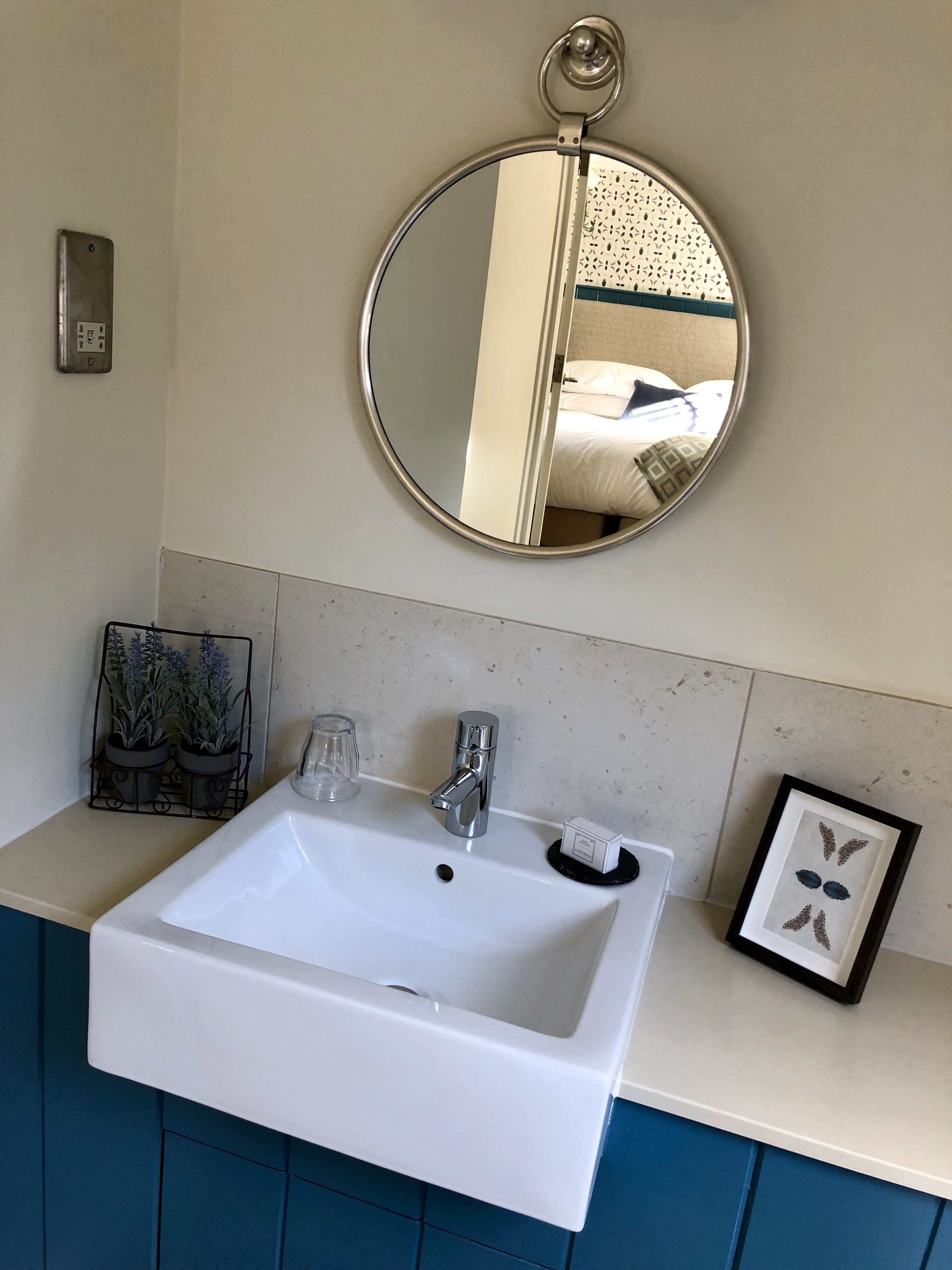 Rooms | The Village Pub & Hotel In The Cotswolds | Round ...