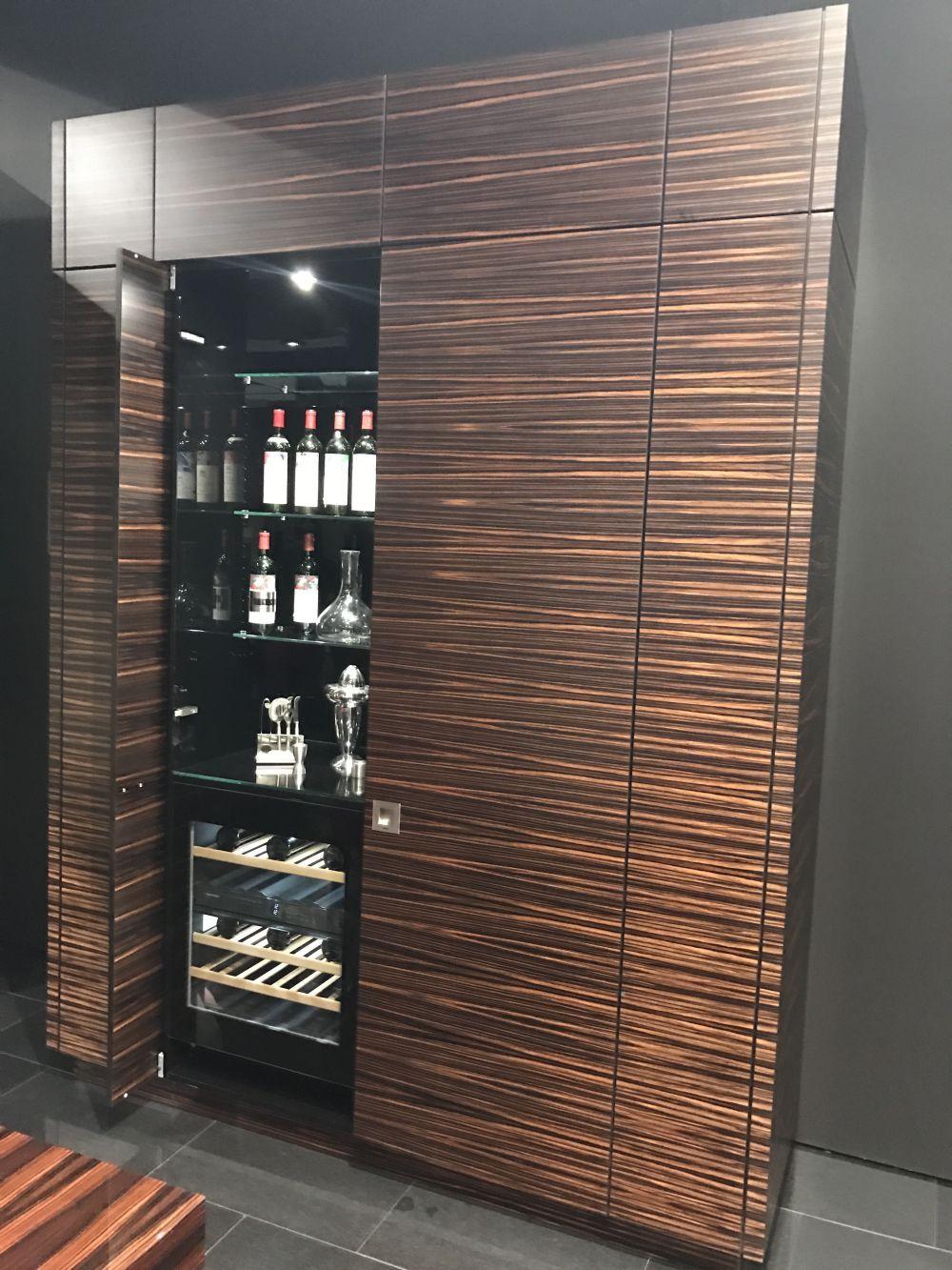 Badezimmer design tür hinter geschlossenen türen  die geheimnisse einer modernen küche