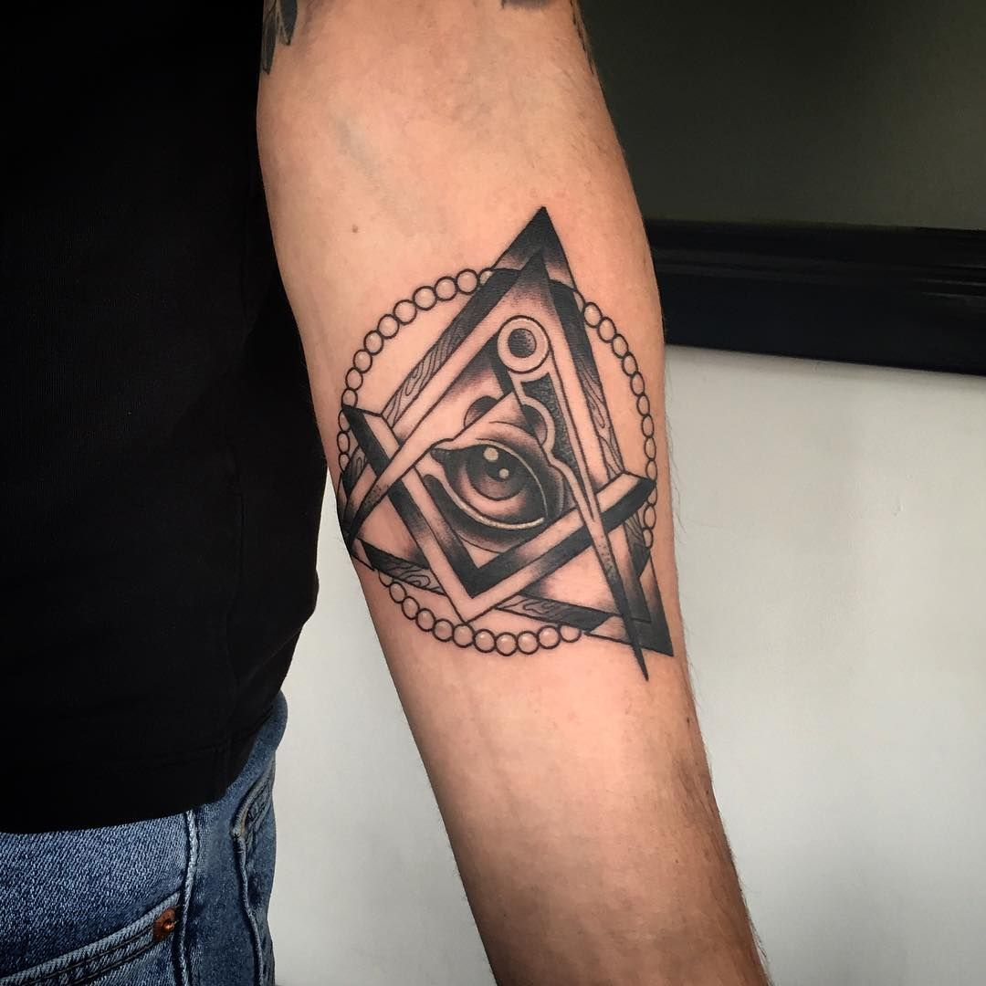 60 Mysterious Illuminati Tattoo Designs: 30 Mysterious Illuminati Tattoo Designs