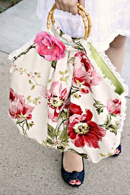 Such A Pretty Handbag I Have Not Read On The Link But It Is Pretty I Thought Of Spring Sewing Bag Handmade Bags Sewing Purses