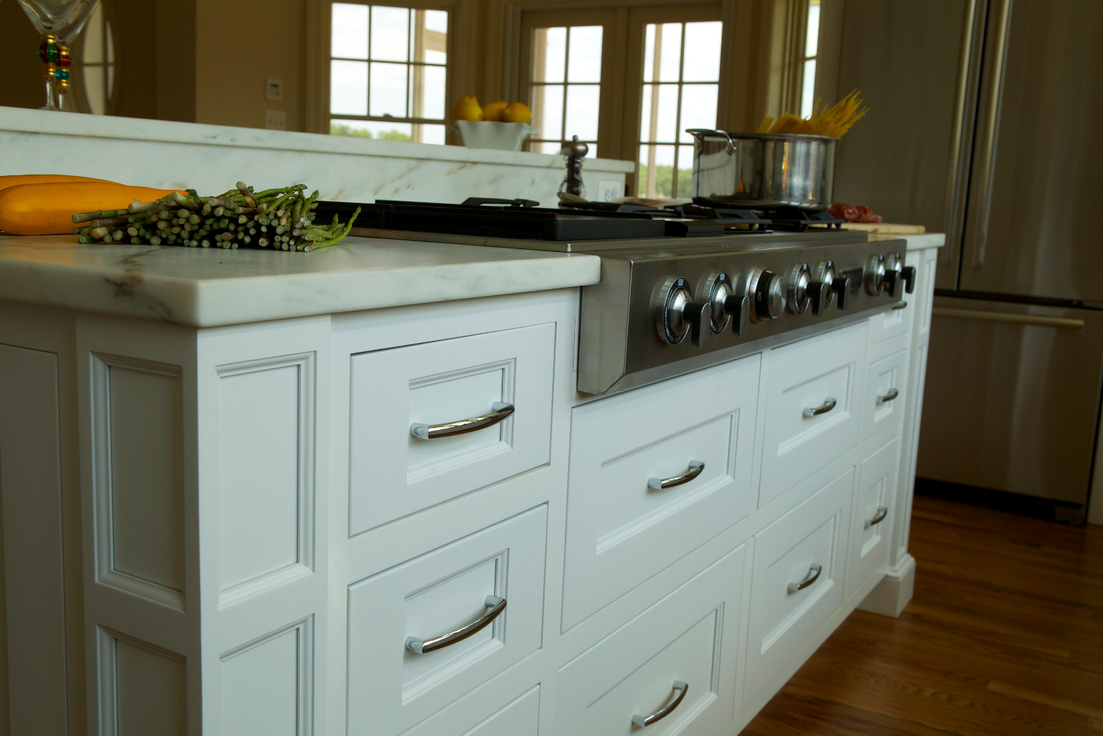 Pilaster Column Corners And Inset Doors And Drawers Create A Smart Profile That Only Adds To The Simple Desi Kitchen Island Bar Kitchen Cabinets Trendy Kitchen