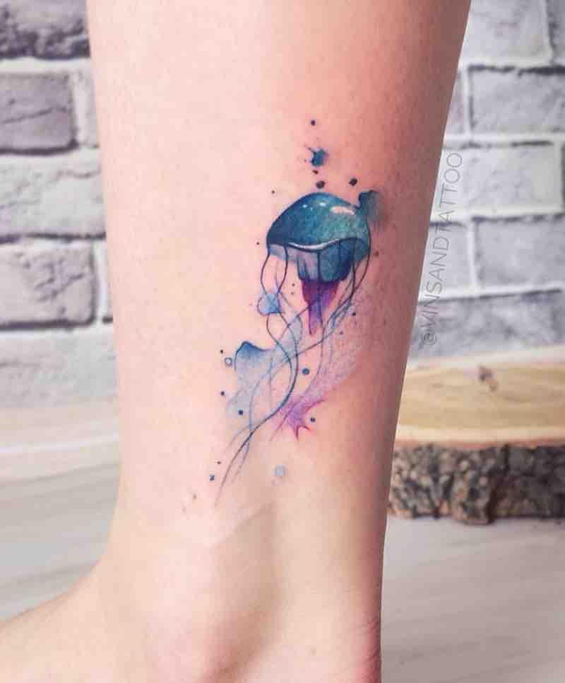 24 Majestic Jellyfish Tattoos Jellyfish Tattoo Mermaid Tattoos