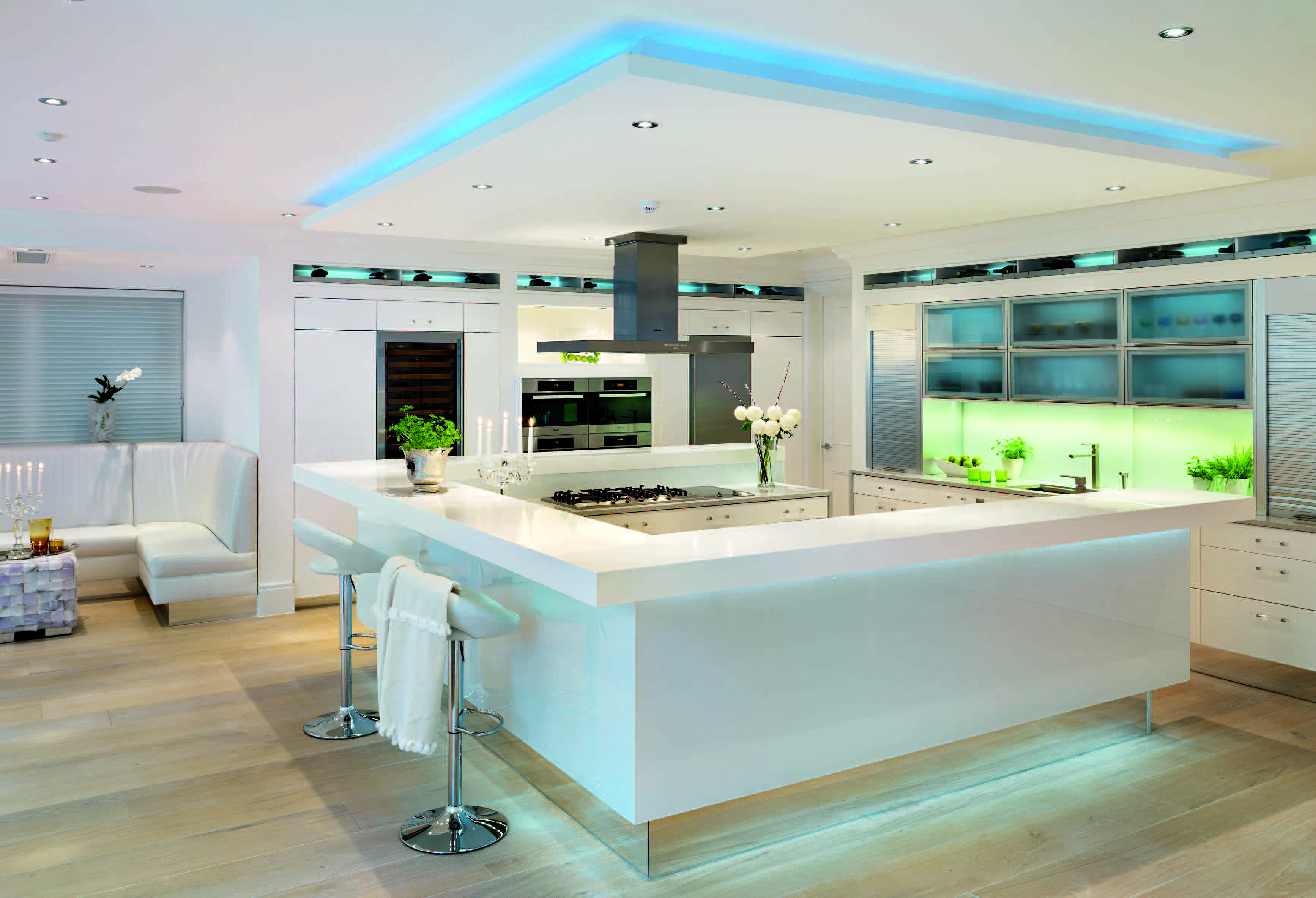 Glowing, white illuminated kitchen with mixed reflective surfaces ...