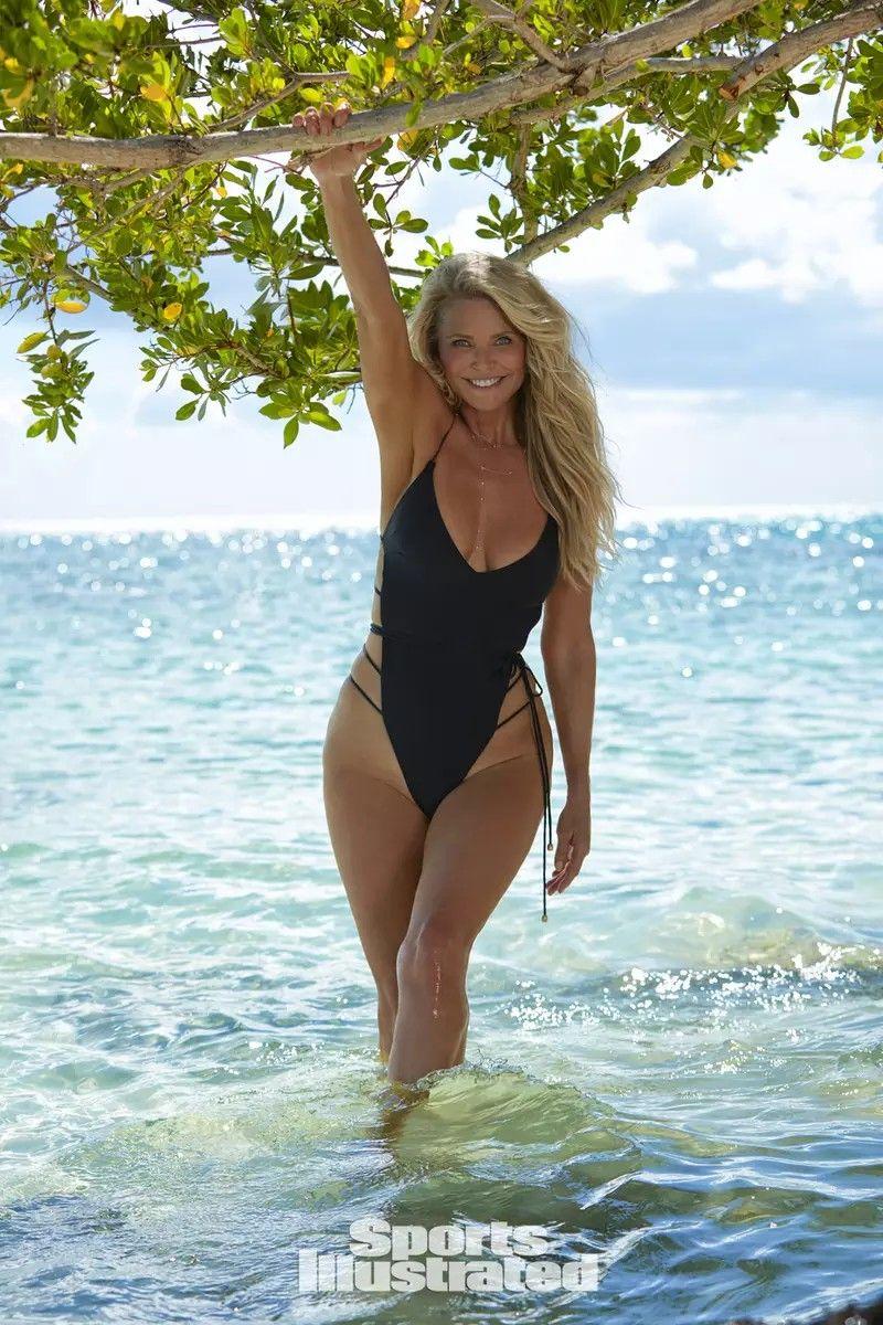 Model christie Bikini