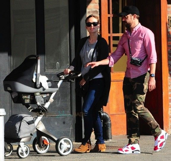 Olivia Wilde Smooches Her Sweetie In Nyc Maxi Cosi Car Seat Olivia Wilde Nyc