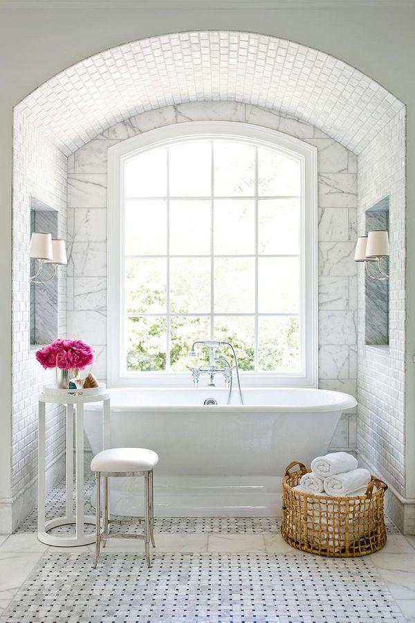 海外ミニマリストのおしゃれなバスルームインテリア参考例 Folk バスルーム インテリア 浴室リフォーム 大理石のバスルーム
