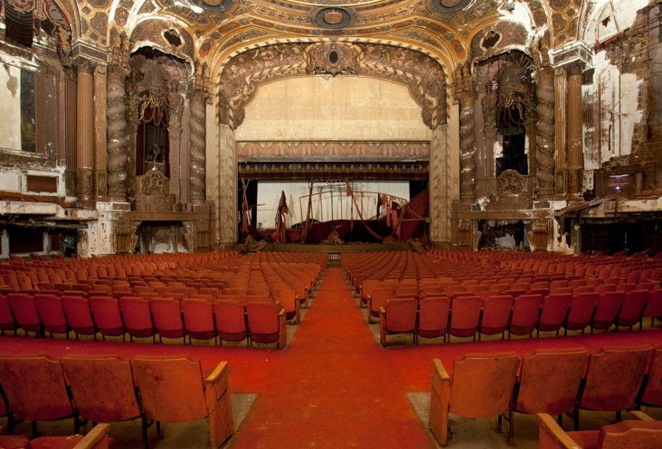 10 Incredible Abandoned Theaters Around The Usa The Roosevelts Desert Places Abandoned Places Abandoned