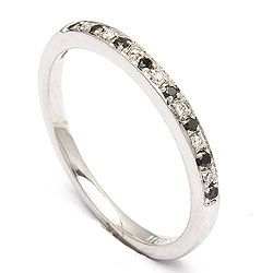 Sort diamant ring i 14 karat hvidguld 0,04 ct 0,05 ct