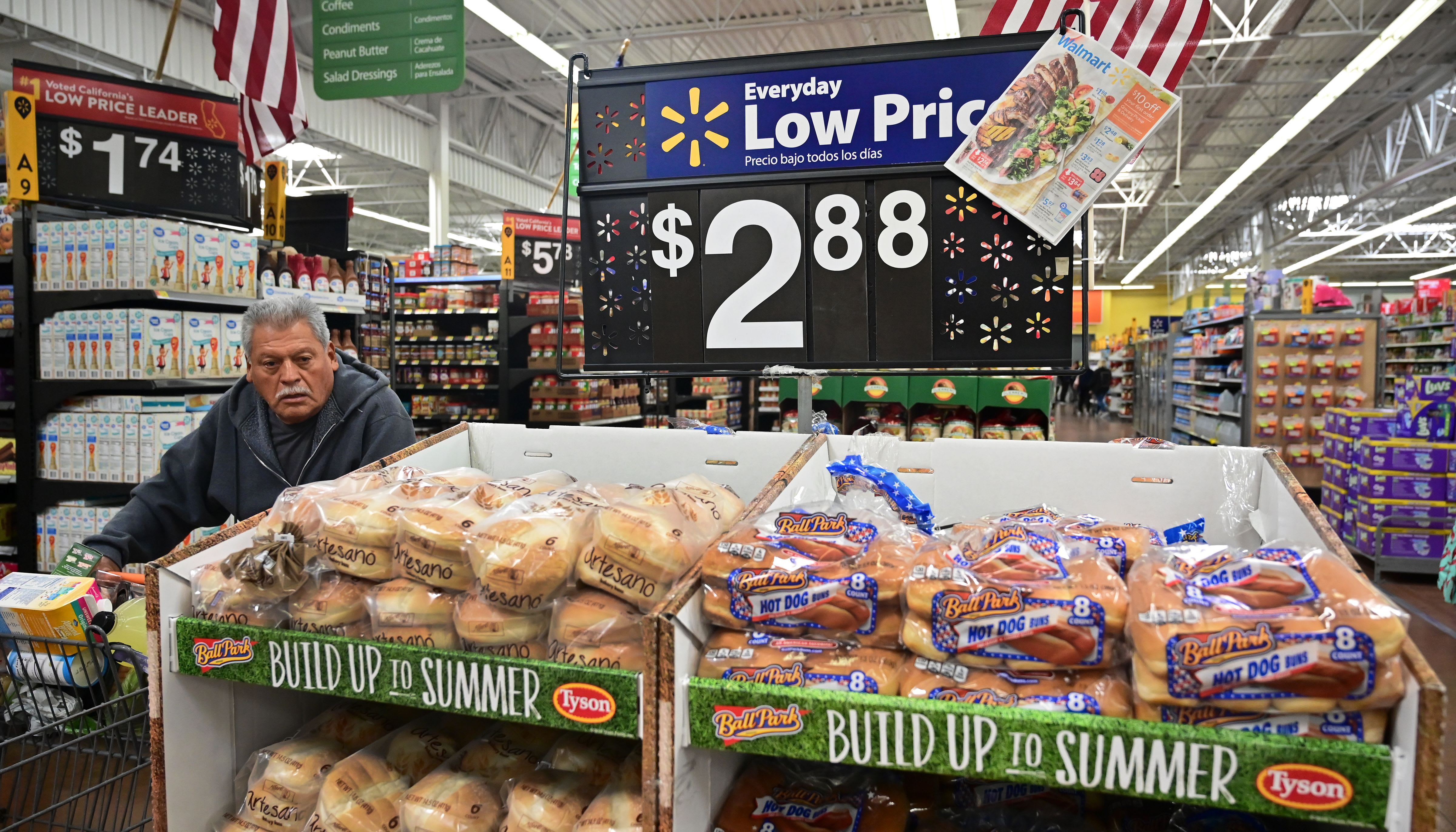 Consumer confidence rises less than expected in February