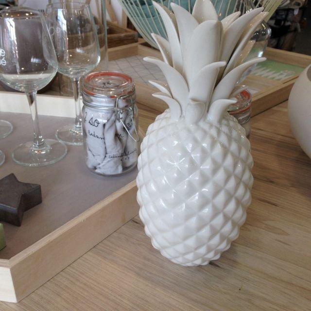 ananas blanc bloomingville d co scandinave archib. Black Bedroom Furniture Sets. Home Design Ideas