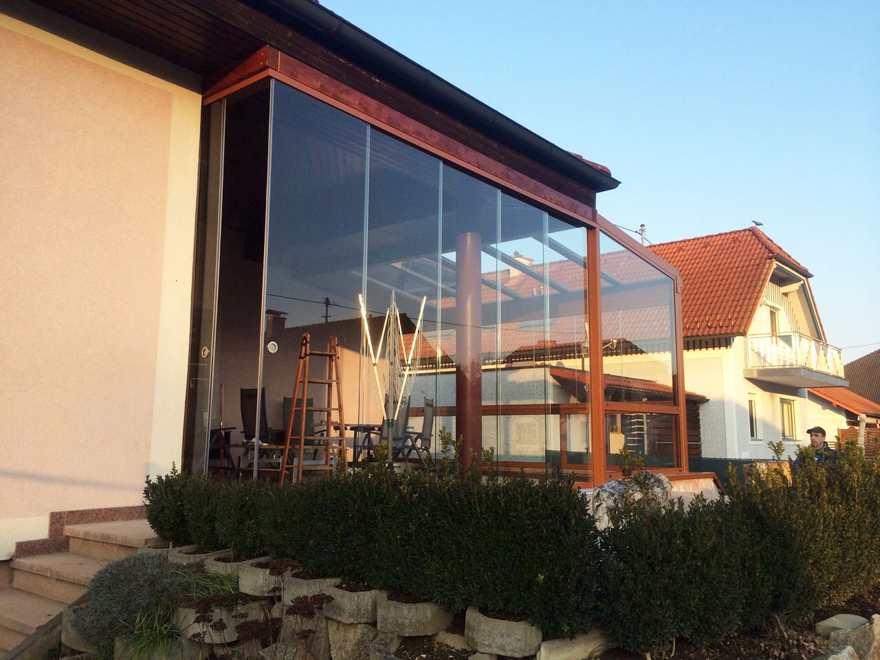Anbau Ideen ideen für sommergarten aus glas auf terrasse mit rahmenlosen