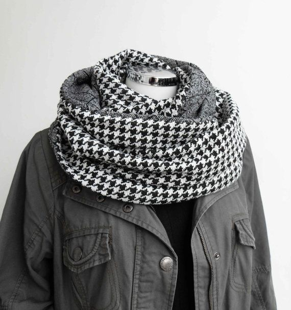Reversable houndstooth scarf. In love.